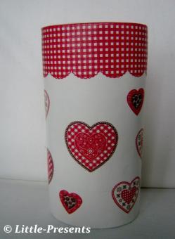 Blumenvase mit Herzen