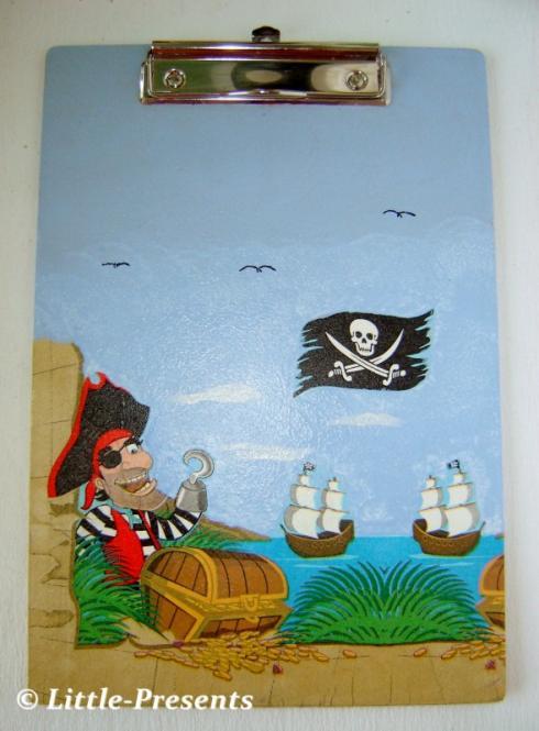 KLEMMBRETT, Zettelhalter Piratenmotiv