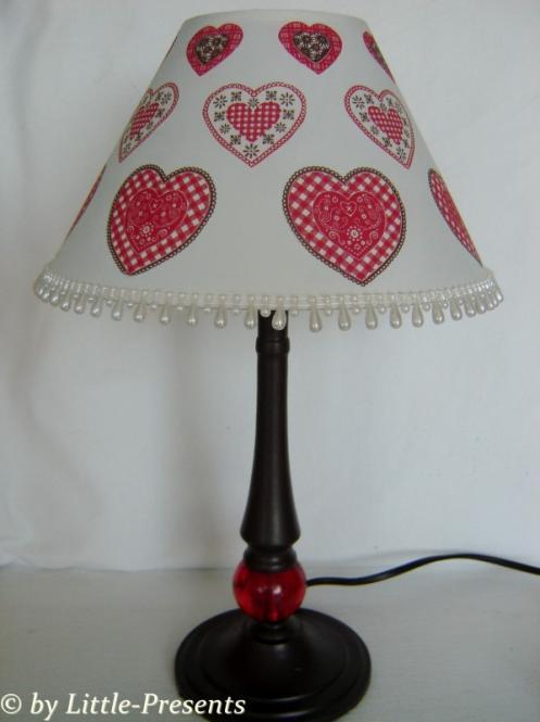 romantische Lampe mit Herzen