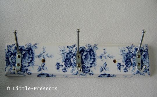 Garderobenleiste blaue Rosen